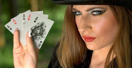 Como apimentar os seus encontros com um strip poker